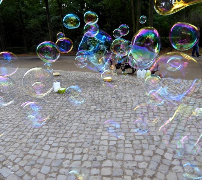 soap-bubbles-2748730_1920